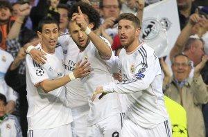 Benzema marcou o gol da vitória merengue. (Foto: Alberto Martín/ EFE/site mundo desportivo)