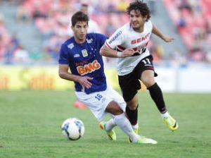 Com Pato meio apagado, São Paulo arrancou empate contra o Cruzeiro em Minas. (Foto: Celio Messias/LANCE!Press)