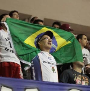 A torcida bauruense esteve presente no Rio e viu sua equipe vencer de virada. (Foto: Marco Aurélio/Fla Imagem/NBB)