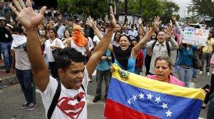 Protesto realizado após o fechamento dos acampamentos e as prisões. Crédito: Carlos Garcia Rawlins/Reuters