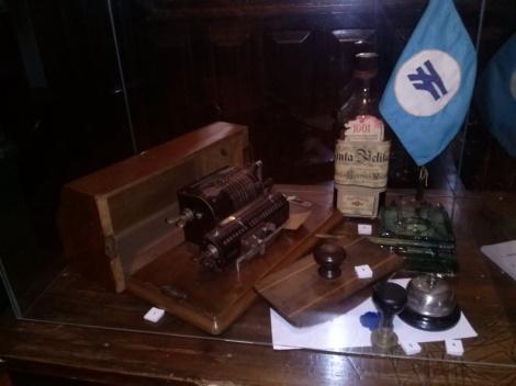 O Museu também expõe elementos históricos, como os objetos cotidianos do escritório da Estação Noroeste do Brasil. (Créditos: Ana Carolina Moraes)
