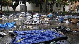 Acampamento destruído pela Guarda Nacional Venezuelana, em frente à sede da ONU de Caracas. Crédito: Carlos Garcia Rawlins/Reuters