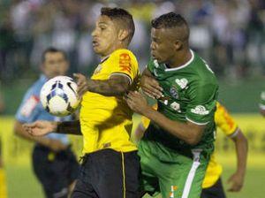 Em boa fase após longo período de estiagem de gols, Guerrero põe Corinthians na liderança ao marcar sobre a Chapecoense. (Foto: Daniel Augusto Jr./Ag. Corinthians)