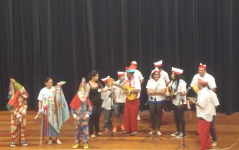 """O grupo """"Folia de Reis"""" ressalta a importância da preservação das tradições culturais"""