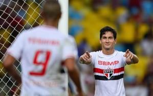 Ganso comemora um de seus gols no Maracanã. (Foto:Getty Images)
