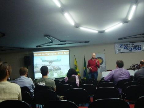 O professor Alex Bager deu sua palestra com ênfase no modo com que se deve implantar os métodos de travessia. (Créditos: Caroline Mazzer)