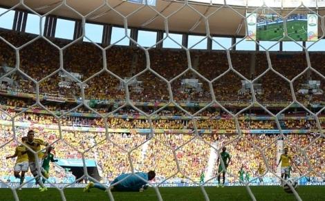 Quinteiro marca o segundo e leva torcida que lotou Brasília à loucura. (Foto: AFP/UOL)