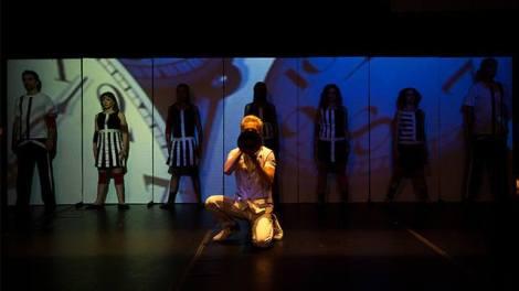 A Cia Louis Louis usou técnicas de mímica e de teatro físico na sua apresentação (Foto: Divulgação)