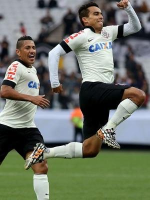 Jadson marca primeiro gol corinthiano em nova Arena. (Foto: Gazeta Press)