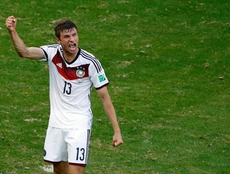 Müller comandou a vitória alemã fazendo um Hat-Trick e chegando a 8 gols em Copas do Mundo (Foto: Reuters)