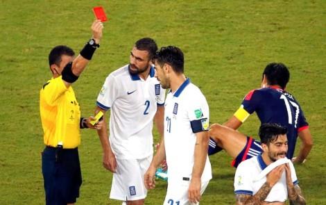 Katsouranis foi expulso ainda no primeiro tempo., mas nem assim a partisa saiu do 0 a 0. (Foto: Reuters/globoesporte.com)
