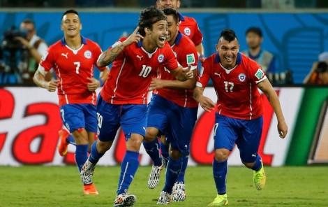 Valdívia comemora gol com seu famoso chororô.  (Foto: Reuters)