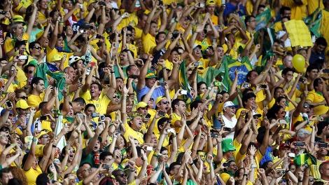 Torcida brasileira espera o Hexa em casa. (Foto: AP Photo/Eduardo Verdugo)