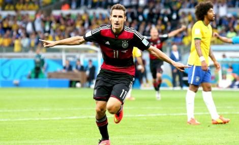 Klose  supera Ronaldo e se torna o maior artilheiro de Copas, fora o baile. (Foto: Getty Images)