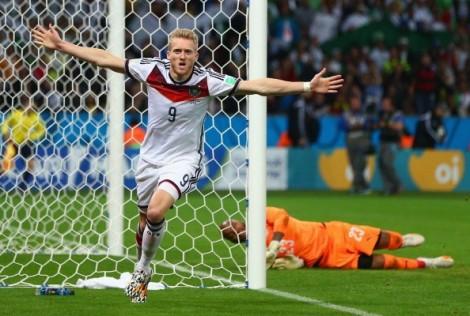 Schürrle comemora o gol que abriu o caminho alemão. (Foto: Getty Images)