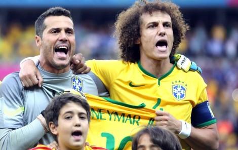 Antes do jogo: hino à capela e homenagem a Neymar. (Foto: Jefferson Bernardes / VIPCOMM)