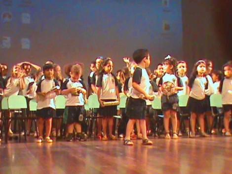 A abertura do evento contou com a apresentação dos alunos dos Projetos de Musicalização das Escolas Municipais. (Créditos: SEMB 2014)