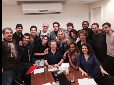 A atriz Susana Vieira divulgou, em sua conta pessoal no Instagram, uma foto da primeira leitura do roteiro com o elenco e o diretor. (Reprodução Instagram)