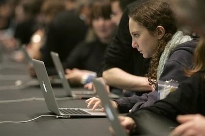 Cresce o número de jovens internautas no Brasil e no mundo (Créditos: Café&Marketing)