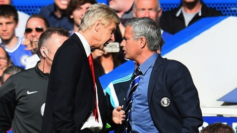 Essa rixa não é de hoje: os treinadores já discutiram em uma partida entre Chelsea e Arsenal pelo Campeonato Inglês no ano passado. (Foto: Sky Sports)