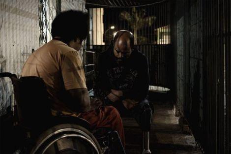Os dois protagonistas, Marquim e Sartrana,  e as respectivas deficiências. (Foto: Divulgação)