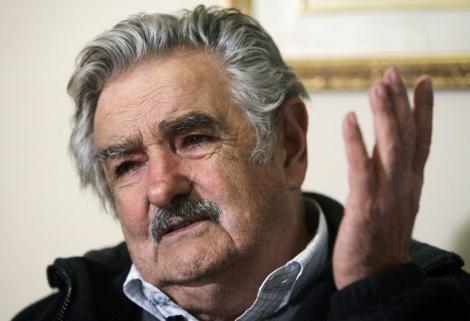 """Mujica será senador na próxima legislatura; """"Assim como tem gente viciada em cigarro, outros em ganhar dinheiro, eu sou viciado na militância política"""". (Créditos: brasil247.com)"""
