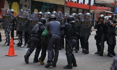 A polícia militar ainda possui um papel ostensivo e violento diante da sociedade. (Créditos: CTB)