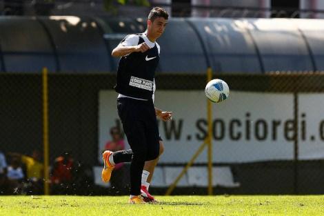 Gustavo Henrique é um dos muitos jogadores santistas voltando de lesão. É esperado que ele tome o lugar de Werley como titular na zaga. (Foto: Ricardo Saibun/Santos FC)
