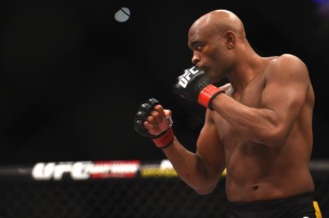 Anderson Silva ainda tem o maior número de defesas de título bem sucedidas na história do UFC. (Foto: Getty Images)