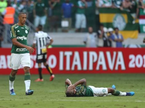 Arouca pode não participar do jogo na Vila Belmiro, o volante acumulou uma lesão na coxa esquerda na última partida contra o Santos. (Foto: Honório Moreira/Futura Press)