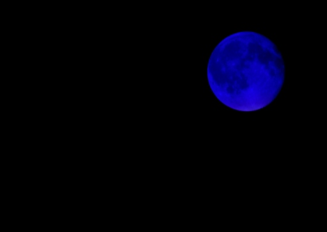 (Blue Moon, segunda lua do mês não é exatamente azul como nessa foto. Créditos: morguefile)