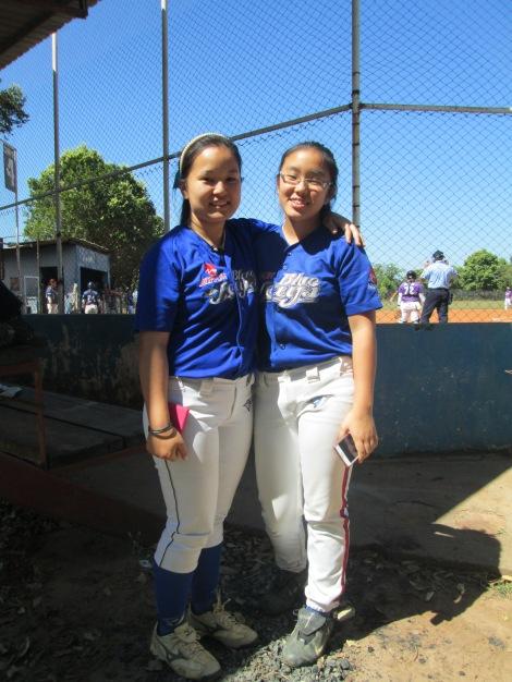 As irmãs Emy (à esquerda) e Ayumi (à direita) defendem o Nippon Blue Jays e ajudaram na campanha do 4º lugar da equipe (Foto: Camila Nakazato)