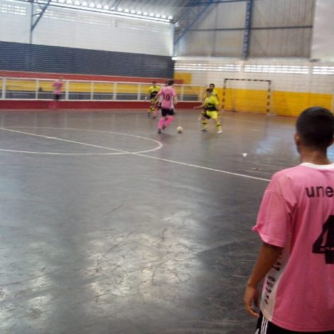 A equipe de Rio Claro recebeu dois cartões amarelos no segundo tempo contra Bauru (Foto: Thuany Gibertini)
