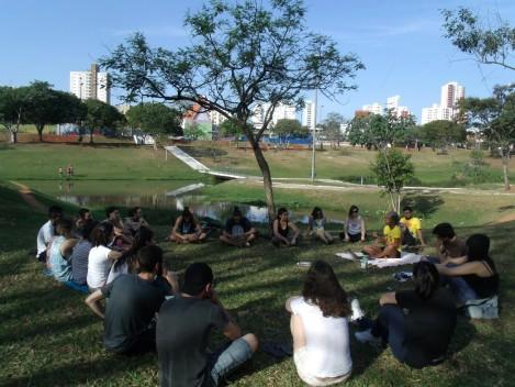 O bate-papo sobre o Teatro do Oprimido esclarece ao público quanto ao seu papel. (Foto: Gabriela Silva de Carvalho)
