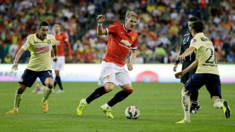 Agora o torcedor terá que se acostumar com Schweinsteiger vestindo outra camisa vermelha! Após 17 anos atuando pelo Bayern de Munique, o alemão jogará agora pelo Manchester United (Foto: AP Photo/Ted S. Warren)
