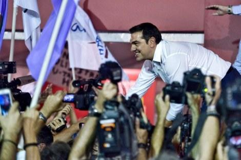 Em meio à maior crise econômica da história da Grécia, Alexis Tsipras foi eleito novamente primeiro-ministro após renunciar em agosto deste ano. (Créditos: Milos Bicanski- Getty images)