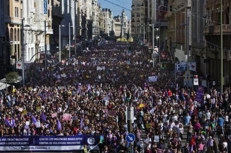 LUIS HENRIQUE Passeata reivindica fim da violência contra as mulheres na Espanha - Imagem 1