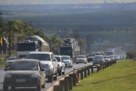 transito-estrada-jose-cruz-agencia-brasil