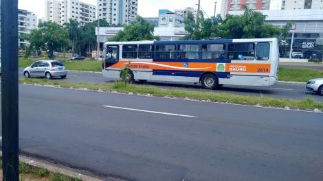 Ônibus com acessibilidade não circulam em todos os pontos da cidade (Foto: Amanda Casagrande)